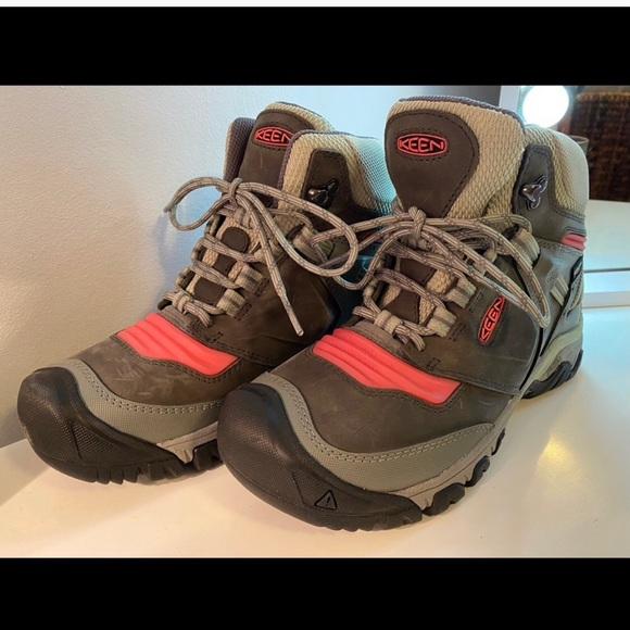 New!! Keen Hiking Boots